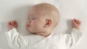 Bebeği emzirdikten sonra hemen yatırmayın