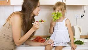 Yemek yeme baskısı çocuğun iştahsızlığını artırıyor