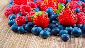 Küçük meyvelerin içinden çıkan büyük sağlık