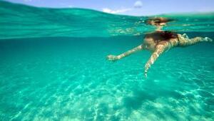 Havuz ve denizde sakın gözlerinizi açmayın