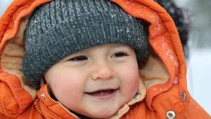 Bebeklerinizi kışın eve kapatmayın