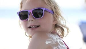 Bebekler ve çocuklar için doğru güneş koruyucu seçimi
