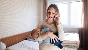 Bebeğinizi emzirirken telefonla oynuyor musunuz