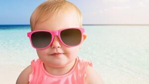 Çocuklar da güneş gözlüğü kullanmalı