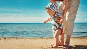Yaz aylarında bebek ve çocuk giyimine dikkat