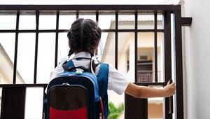 Okul çantası çocuğun boyuna uygun olmalı