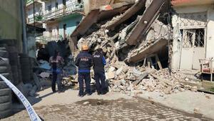 Erzurumda çöken 5 katlı boş binada inceleme yapıldı