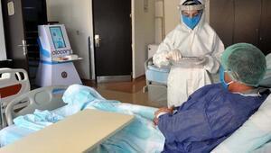 Hastaların ilaçlarını hemşire robot Atacan verecek
