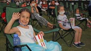 Çocuklar Sahilde Sinemada buluştu