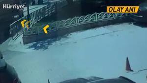 Bakırköyde hafriyat kamyonu çöken yola düştü O anlar kamerada
