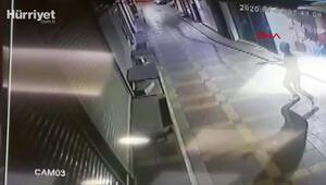 İzmirde telefoncu dükkanına pompalı tüfekle saldırı anı kamerada