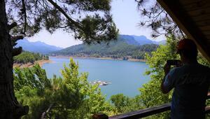 Karacaören Barajı doğal güzellikleriyle ziyaretçilerini cezbediyor