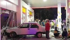 Otomobil akaryakıt istasyonuna daldı, pompacı yaralandı