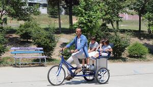 Oğlu bisikletten düşünce fayton bisiklet yaptı
