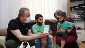Halk Sütte ilk süt paketini Başkan Böcek teslim etti