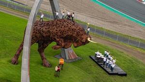 Formula 1'in 70. yılı Red Bull Ring'te başlıyor kutlamayı Drum the Bull yapıyor