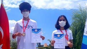 'Uluslararası Matematik Olimpiyatı'ndan altın madalyayla döndüler