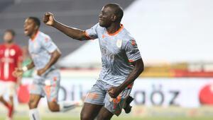 Başakşehirin golcüsü Demba Ba: Şampiyon olacağımıza inanıyoruz