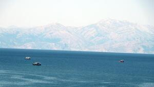 Van Gölünde batan tekneyi arama çalışmaları 8inci günde de devam ediyor
