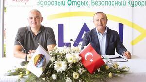 Çavuşoğlu ve Ersoy Antalya'dan seslendi Dünyaya 'turizmde güvenliyiz' mesajı