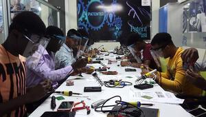 Yabancı öğrenciler Türkiyede robotik kodlama öğreniyor