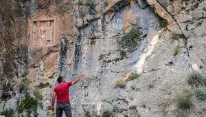 Defineciler 2 bin yıllık eserleri parçaladı