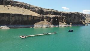 9 milyon yıllık kanyonlar için iskeleler çekilerek kuruldu