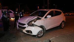 Burdurda iki otomobil çarpıştı: 3 yaralı