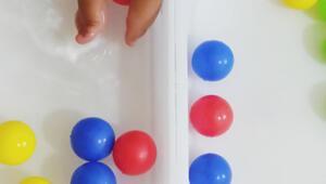 Yazın serinleten oyunu: Suda top yakalama