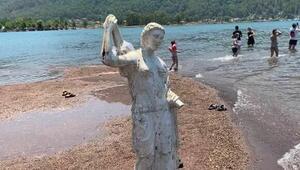 Kızkumunun prenses heykeli askılık olmaktan kurtuldu