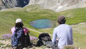 Munzur Dağları, yaylaları ve buzul gölleriyle doğaseverleri cezbediyor