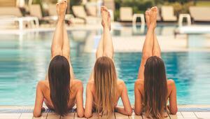Saçlarınızı Deniz, Kum ve Güneşten Koruyun İşte Püf Noktaları...