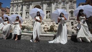 İtalyada gelin adayları Covid-19 kısıtlamalarını protesto etti