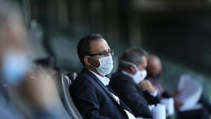 Bakan Kasapoğlu, Gençlerbirliği-Fenerbahçe maçını izledi