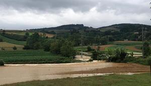 Kaynarcada sağanak; tarım arazileri ve köprüler sular altında