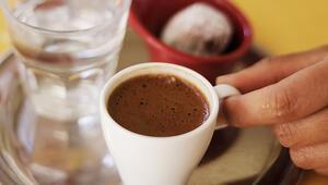 Meğer çok ince bir anlamı varmış Misafir kahvenin yanında gelen suyu içerse...
