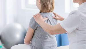 Omurga eğriliği erken teşhis edilmezse kalp ve akciğer problemlerine yol açabilir