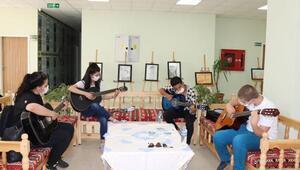 Midyatlı gençlerden gitar kursuna yoğun ilgi
