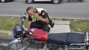 Dur ihtarına uymayan sürücü motosikleti bırakıp kaçtı