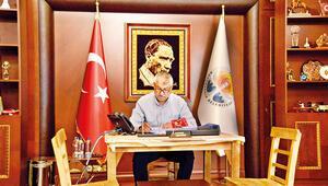 Adana Büyükşehir Belediye Başkanı'nın makam koltuğuna haciz