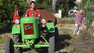 Dede yadigarı 70 yıllık traktörü çürümekten kurtardı