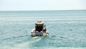 Van Gölünde batan teknenin bulunduğu alanda çalışmalar sürüyor