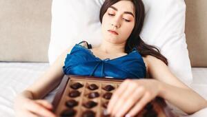 Karantinada Edindiğimiz Duygusal Yeme Alışkanlığından Nasıl Vazgeçebiliriz