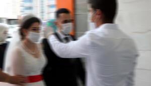 Düğün sonrası gelin ve damat dahil 5 kişide koronavirüs tespit edildi