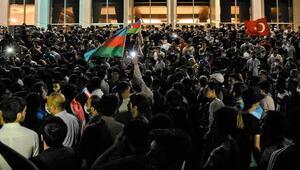Azerbaycanda binlerce insandan seferberlik çağrısı
