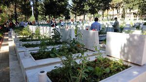Gaziantepte, 15 Temmuzda şehitlik ziyareti