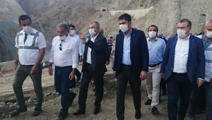 Çevre ve Şehircilik Bakanı Murat Kurum Artvindeki sel bölgesinde incelemelerde bulundu