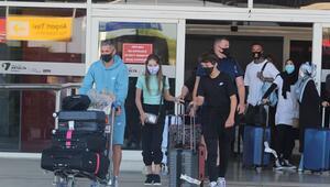 Antalyaya sezonun ilk İngiliz turist kafilesi geldi
