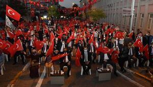 Balıkesirde Milli İrade Meydanında demokrasi nöbeti