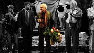 Tiyatroya adanmış 50 yıl: Tuncer Cücenoğlu